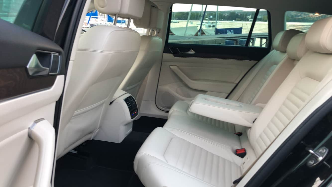 ViaSavoie Taxi Volkswagen Passat intérieur cuir beige